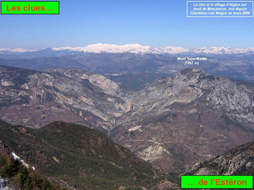 Les clues… … de lEstéron La clue et le village dAiglun sur fond de Mercantour, vus depuis Gréolières Les Neiges en mars 2009 Mont Saint-Martin (1257 m)