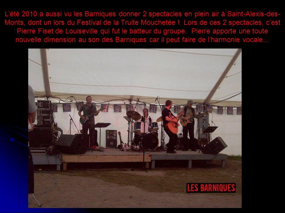 Lété 2010 a aussi vu les Barniques donner 2 spectacles en plein air à Saint-Alexis-des- Monts, dont un lors du Festival de la Truite Mouchetée ! Lors