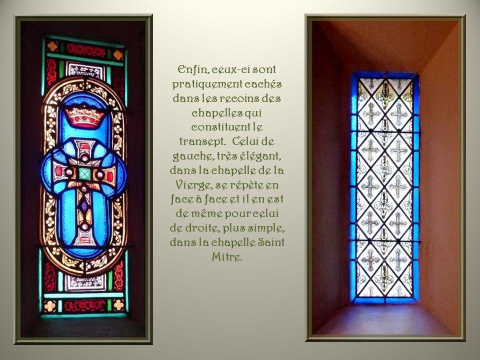 Dautres vitraux sont purement décoratifs, sans représentations particulières.