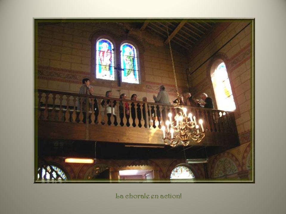 La petite chapelle doit se réjouir : elle reprend vie et retrouve une utilisation régulière : messes mensuelles, mariages, baptêmes, funérailles, etc.
