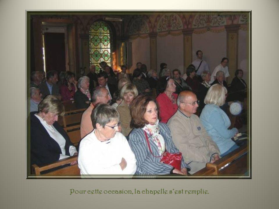 Et le 5 mai 2012, cest lapothéose! Dans le cadre de sa visite à la paroisse, Monseigneur Dufour, notre archevêque, a accepté de passer deux heures dan