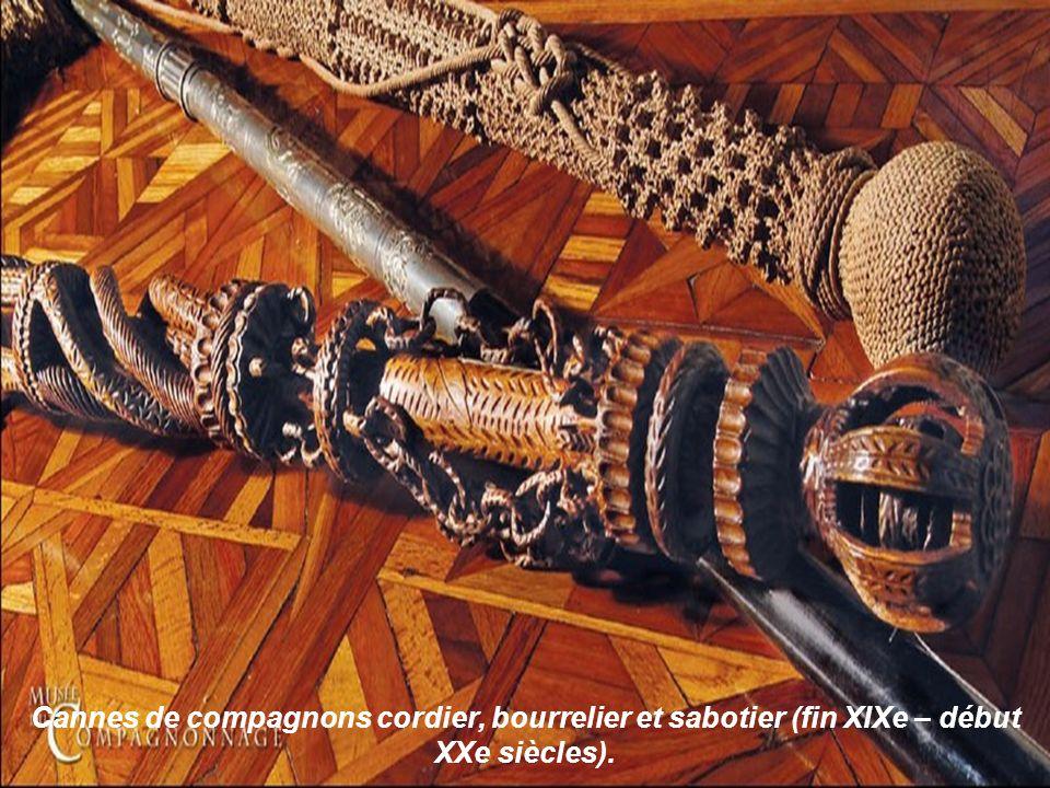 Dauphin bondissant et le détail de son épure Chef-dœuvre de réception de « Dauphiné le Cœur dévoué », Compagnon menuisier du Devoir de Liberté. Assemb