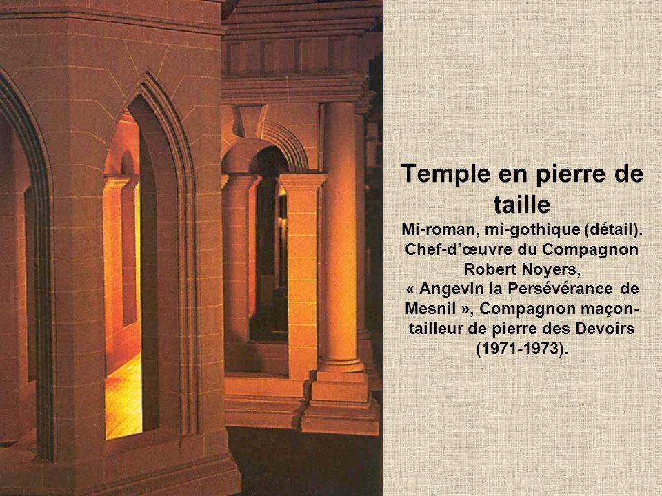 Temple en pierre de taille Mi-roman, mi-gothique (détail).