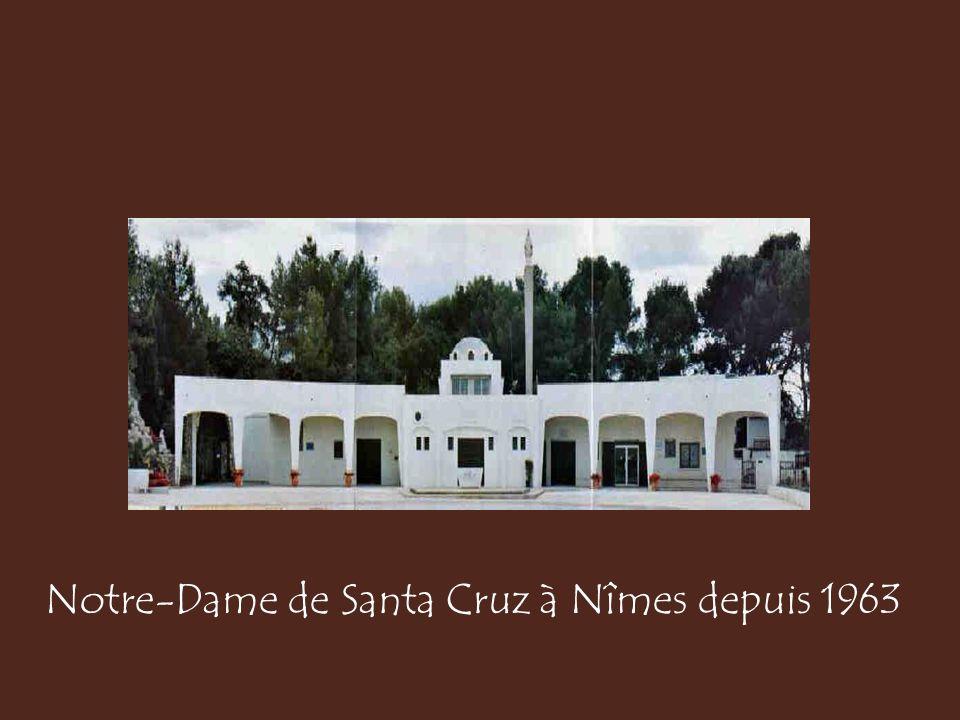 Santa Cruz : à gauche statuette ramenée de Nîmes dans les années 2000, à droite statuette de 1950 ramenée d'Oran en 1962 par Mme Puertas.