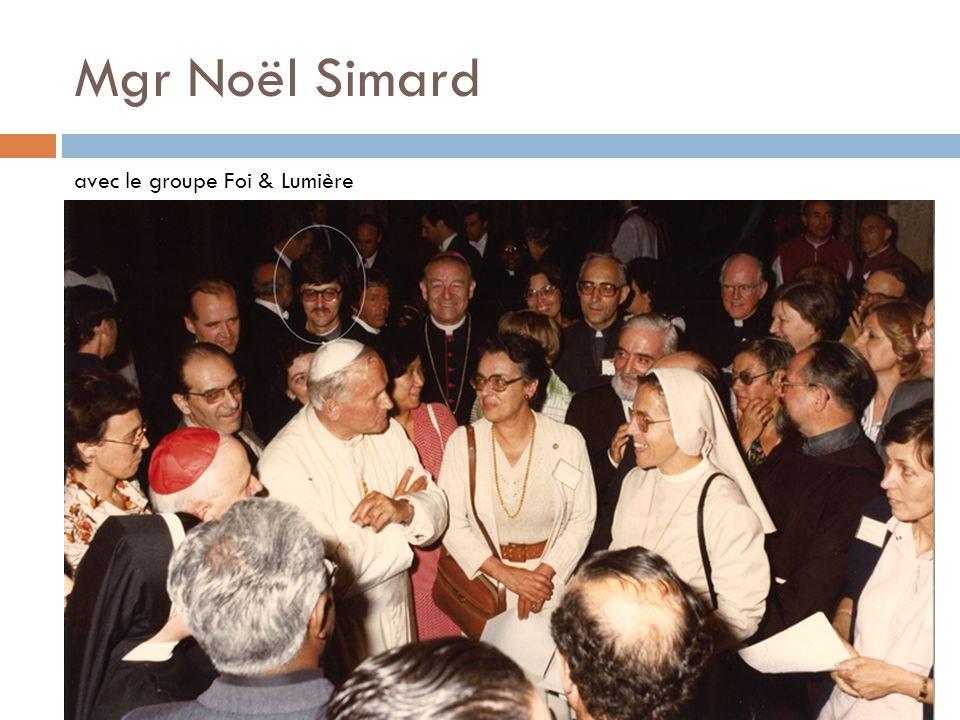 Mgr Noël Simard avec le groupe Foi & Lumière