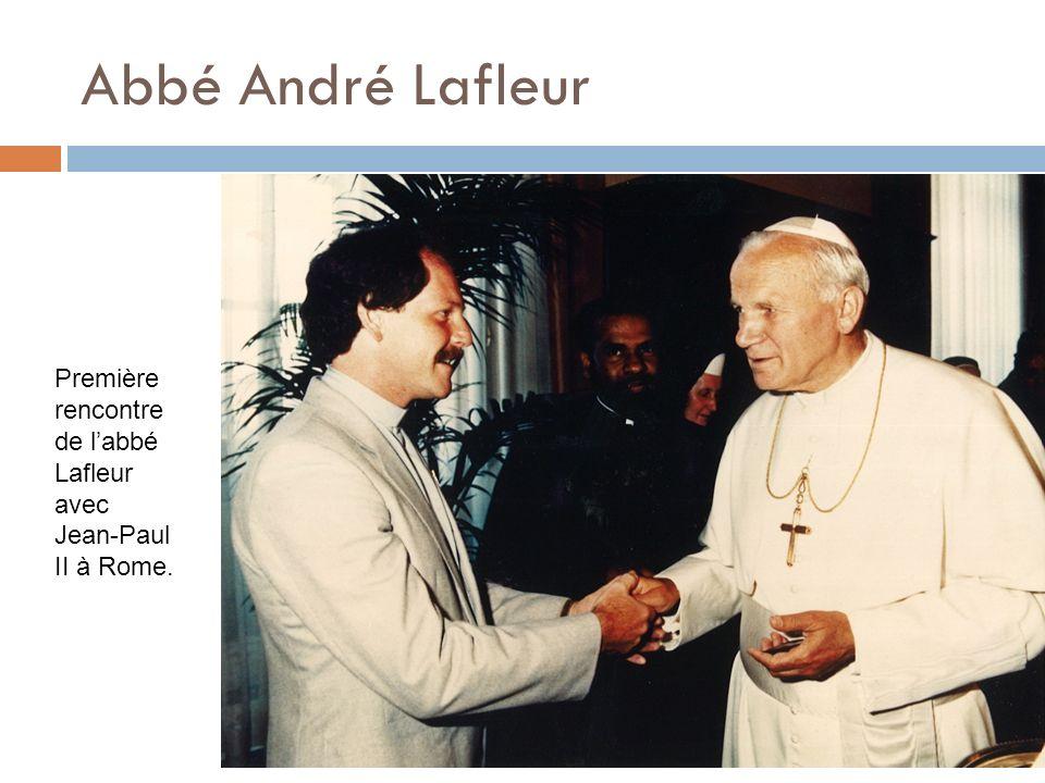 Abbé André Lafleur Première rencontre de labbé Lafleur avec Jean-Paul II à Rome.