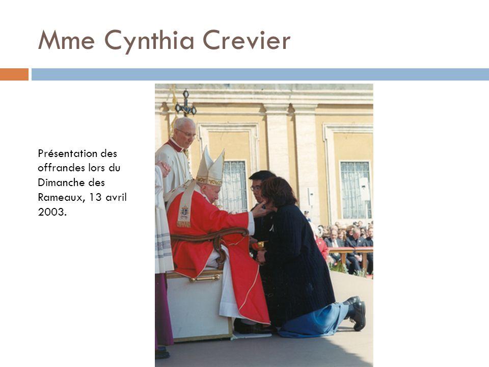 Mme Cynthia Crevier Présentation des offrandes lors du Dimanche des Rameaux, 13 avril 2003.