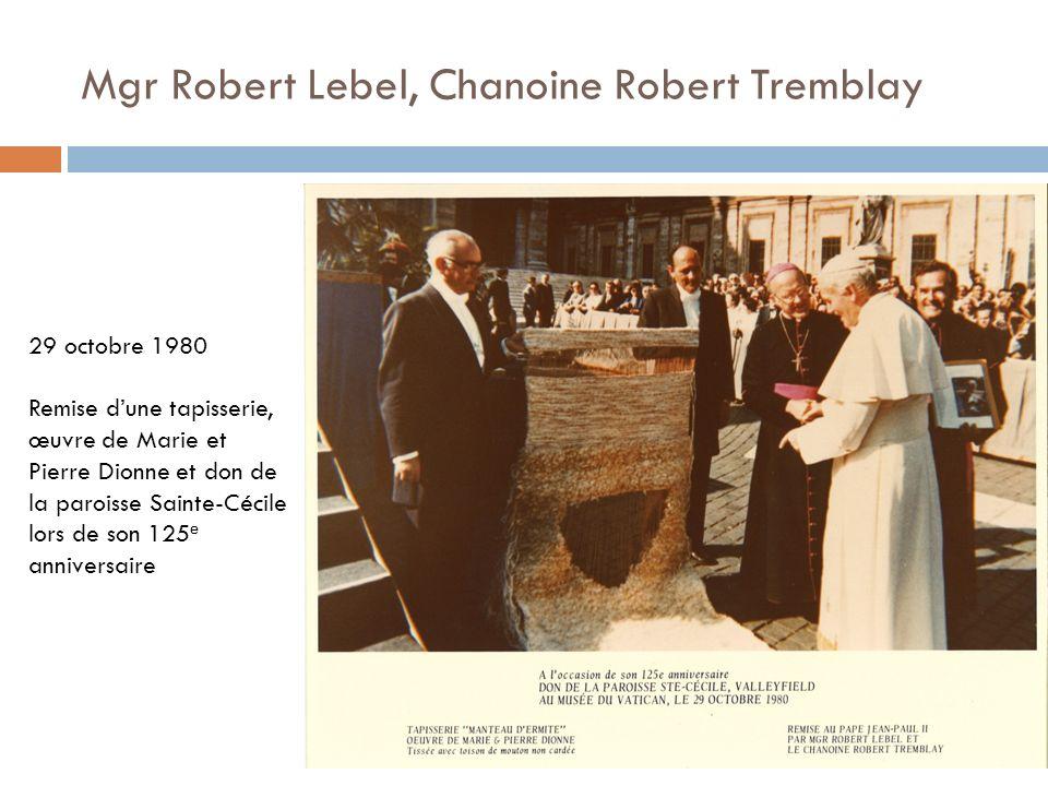 Mgr Robert Lebel, Chanoine Robert Tremblay 29 octobre 1980 Remise dune tapisserie, œuvre de Marie et Pierre Dionne et don de la paroisse Sainte-Cécile