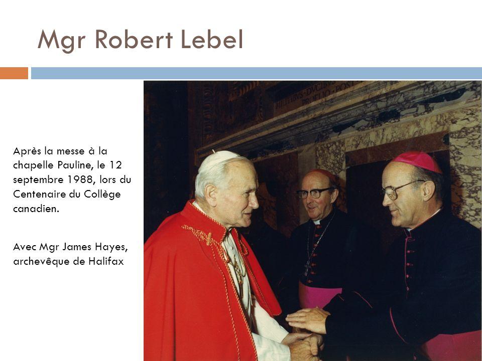 Après la messe à la chapelle Pauline, le 12 septembre 1988, lors du Centenaire du Collège canadien. Avec Mgr James Hayes, archevêque de Halifax