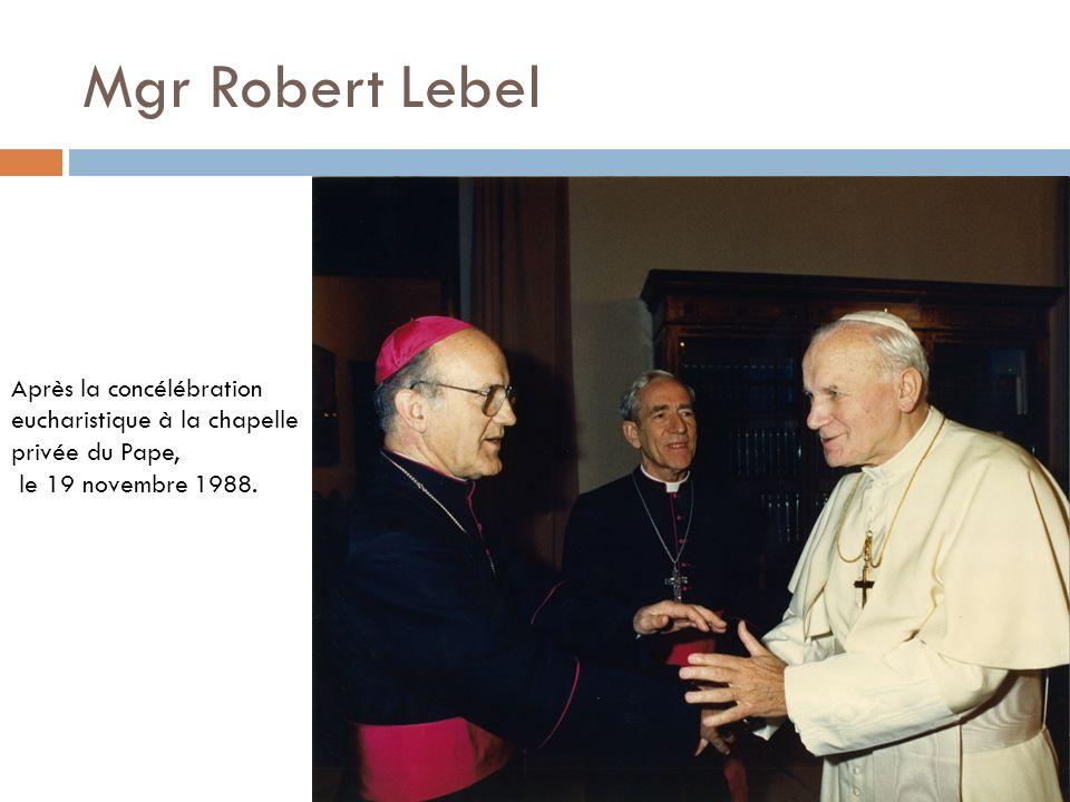 Mgr Noël Simard 1 er mai 1981 – Le Saint-Père accueille le Collège pontifical canadien pour une visite et une messe à la chapelle.