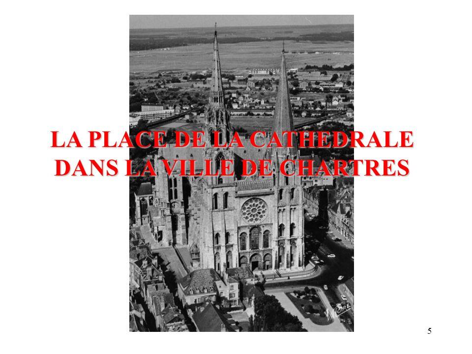 LA PLACE DE LA CATHEDRALE DANS LA VILLE DE CHARTRES 5