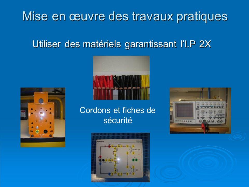 O.Godin Mise en œuvre des travaux pratiques Utiliser des matériels garantissant lI.P 2X Cordons et fiches de sécurité