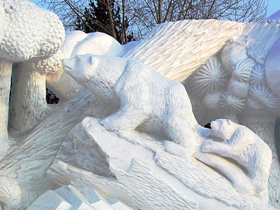 Le bâtiment de neige et les sculptures de glace a déjà son origine dans les temps Mandschu, la première exposition a été seulement en 1963. Le festiva