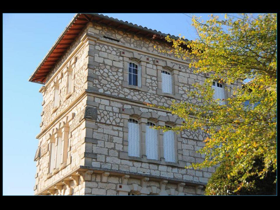 Belles maisons en pierre et colombages