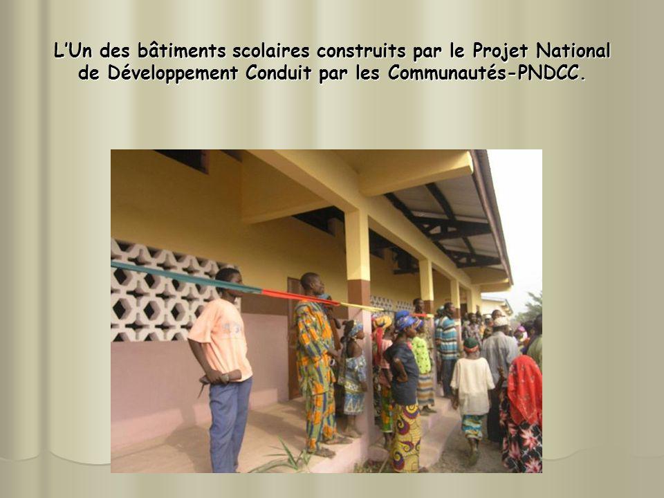 LUn des bâtiments scolaires construits par le Projet National de Développement Conduit par les Communautés-PNDCC.
