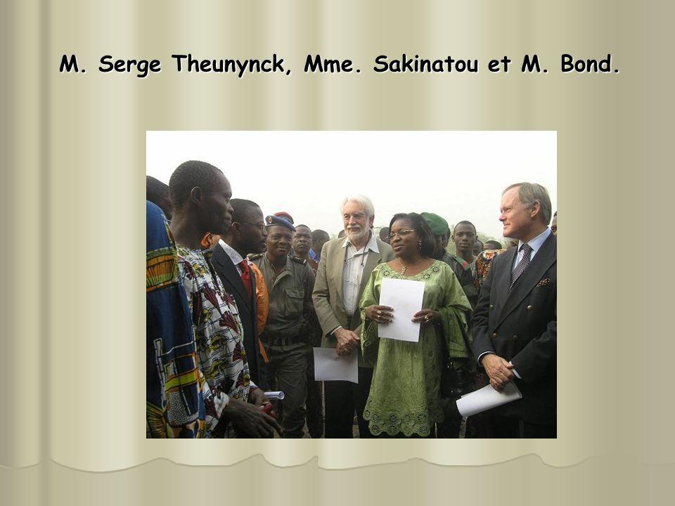 M. Serge Theunynck, Mme. Sakinatou et M. Bond. M. Serge Theunynck, Mme. Sakinatou et M. Bond.