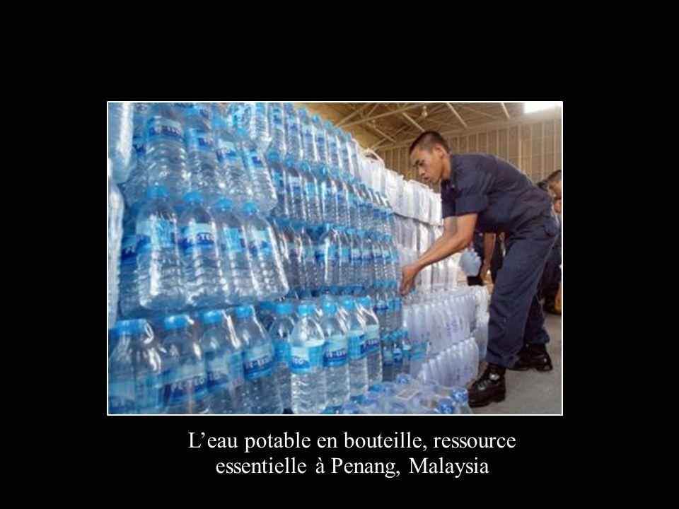 Leau potable en bouteille, ressource essentielle à Penang, Malaysia