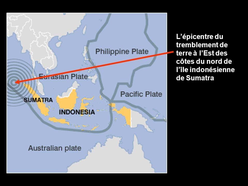Lépicentre du tremblement de terre à lEst des côtes du nord de lîle indonésienne de Sumatra