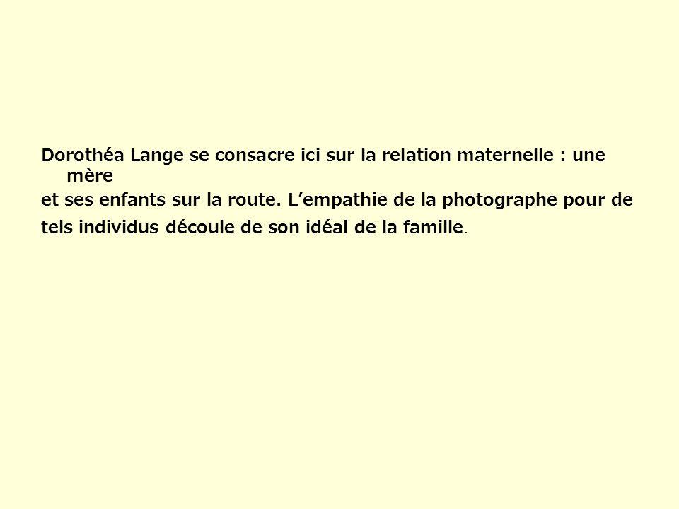 Dorothéa Lange se consacre ici sur la relation maternelle : une mère et ses enfants sur la route. Lempathie de la photographe pour de tels individus d
