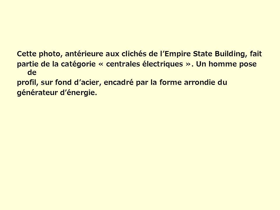 Cette photo, antérieure aux clichés de lEmpire State Building, fait partie de la catégorie « centrales électriques ». Un homme pose de profil, sur fon