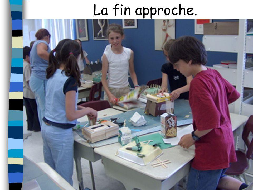 Nous voyons une maquette en construction.Elle sera construite par Véronique, Carol-Ann, Alexandra et William.