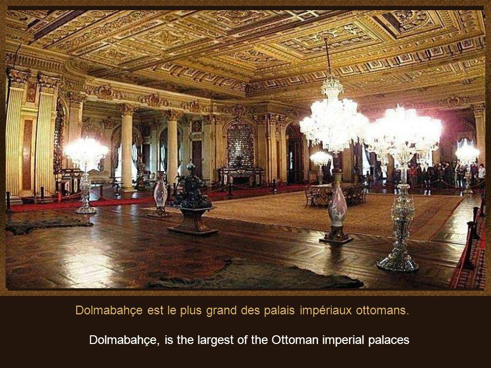 Algunas de las muchas obras de arte que se pueden admirar en el Palacio..Quelques pièces de limmense collection doeuvres dart en or exhibées au palais