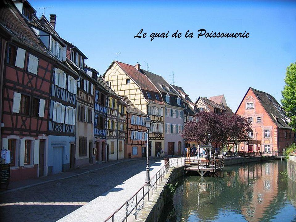 La fontaine Roesselmann place des 6 Montagnes Noires Le Manneken-Pis, cadeau de la ville de Bruxelles