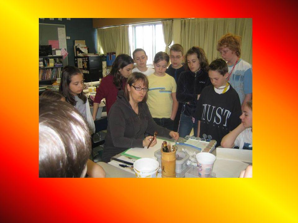 Les élèves écoutent attentivement les consignes.