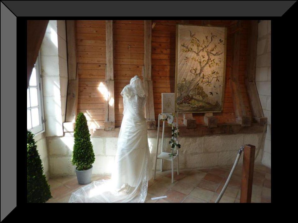 Lescalier dhonneur en tuffeau fut construit par le marquis de Castellane