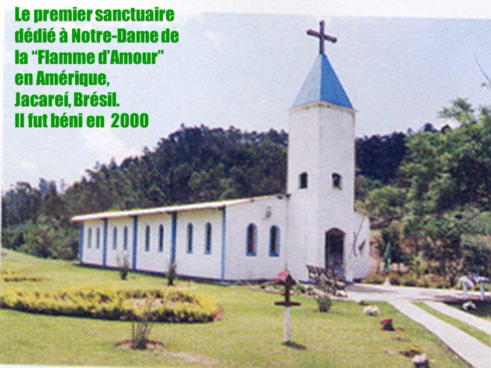 24 Le premier sanctuaire dédié à Notre-Dame de la Flamme dAmour en Amérique, Jacareí, Brésil. Il fut béni en 2000