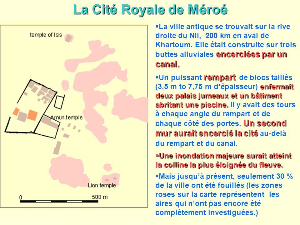 La Cité Royale de Méroé encerclées par un canal. La ville antique se trouvait sur la rive droite du Nil, 200 km en aval de Khartoum. Elle était constr