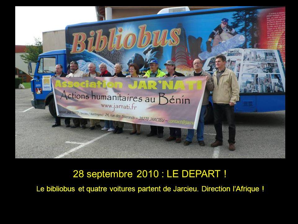 28 septembre 2010 : LE DEPART ! Le bibliobus et quatre voitures partent de Jarcieu. Direction lAfrique !