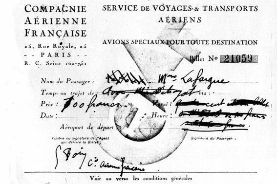 Devant le Nieuport-Delage 391 de la CAF : Formasero, Knecht, X, et le chef-pilote Marcel Descamps (Pierre Laffargue)