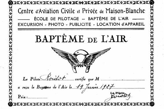 En 1934, Suzanne Aupècle, de Bourkika, vice-présidente de lAssociation féminine daviation sanitaire, en Caudron Phalène.