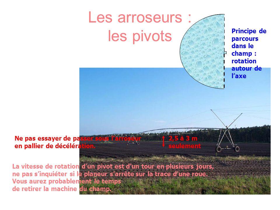 Les arroseurs : les pivots Principe de parcours dans le champ : rotation autour de laxe Ne pas essayer de passer sous larroseur en pallier de décéléra