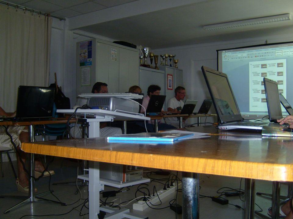 Découverte dun Micro-Ordinateur Les principaux composants Mise en route Le Système exploitation (Windows XP) Étude des logiciels Principaux (Word – Excel) Messagerie Internet Vos questions particulières