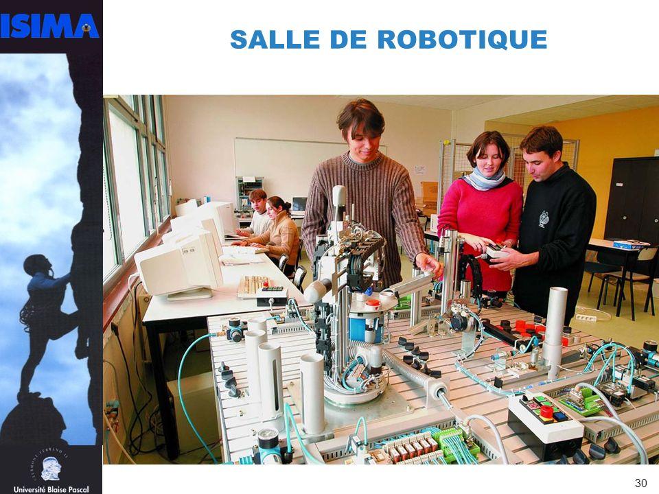 30 SALLE DE ROBOTIQUE