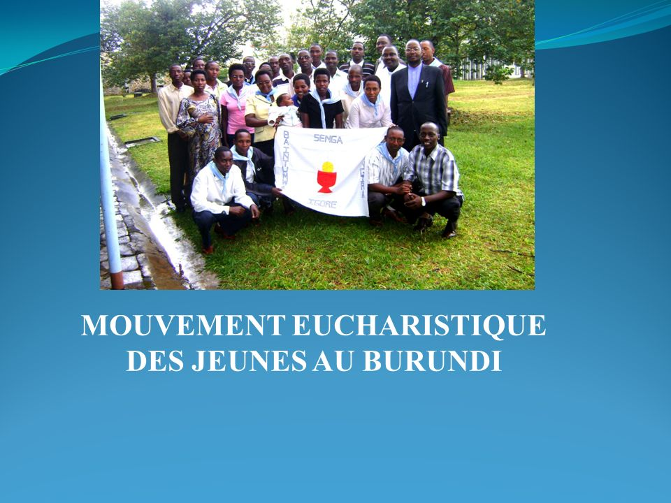 Présentation du Burundi Pays dAfrique centrale au bord du lac Tanganyika dont les pays frontaliers sont: Au Nord: le Rwanda Au Sud et à lEst: la République Unie de la Tanzanie A lOuest: la République Démocratique du Congo La langue nationale est le Kirundi Ancienne colonie de lAllemagne puis de la Belgique, il est indépendant depuis le 1 er Juillet 1962.