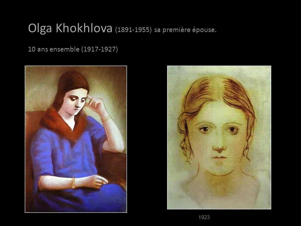 Eva contracte la fièvre typhoïde. Picasso court de son atelier à la clinique d'Auteuil, où sa muse meurt à la fin de 1915. Il est malade de chagrin, m