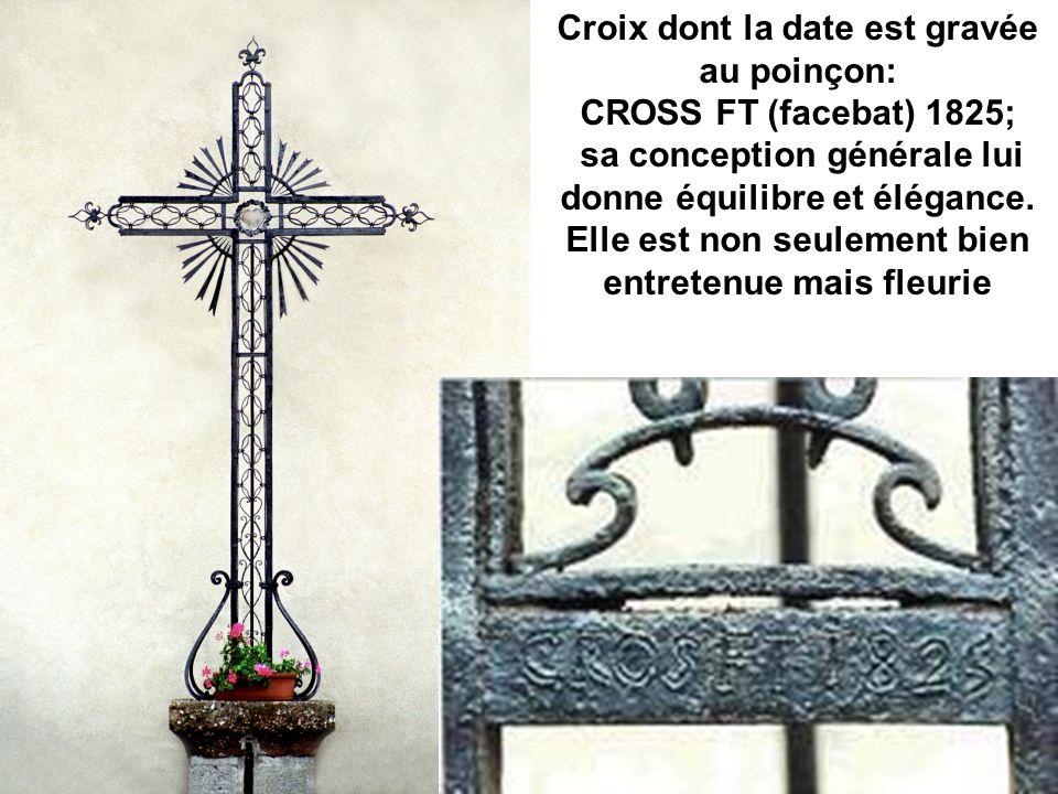 Croix dont la date est gravée au poinçon: CROSS FT (facebat) 1825; sa conception générale lui donne équilibre et élégance. Elle est non seulement bien