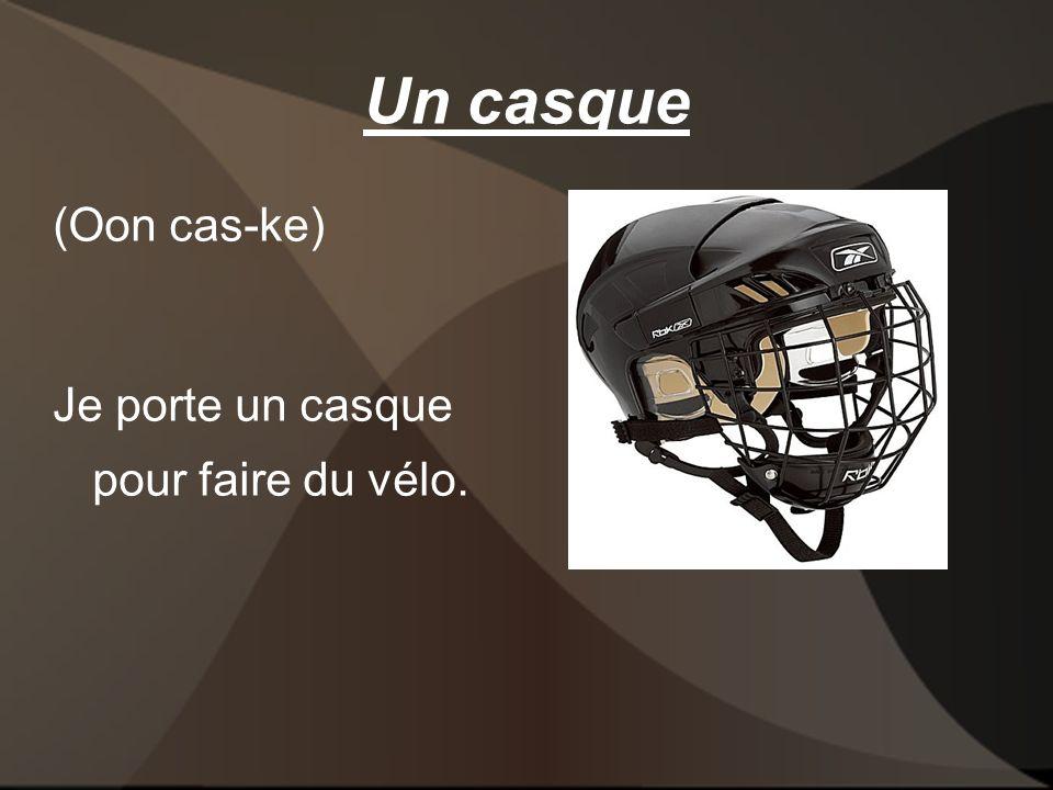 Un casque (Oon cas-ke) Je porte un casque pour faire du vélo.