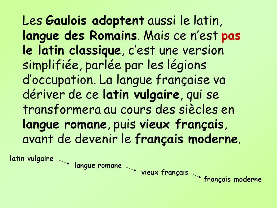 Les Gaulois adoptent aussi le latin, langue des Romains. Mais ce nest pas le latin classique, cest une version simplifiée, parlée par les légions docc