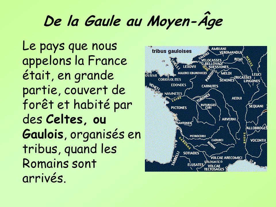 De la Gaule au Moyen-Âge Le pays que nous appelons la France était, en grande partie, couvert de forêt et habité par des Celtes, ou Gaulois, organisés