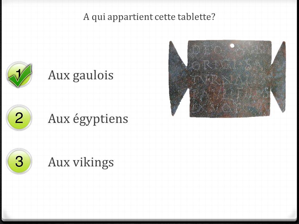 A qui appartient cette tablette? Aux gaulois Aux égyptiens Aux vikings