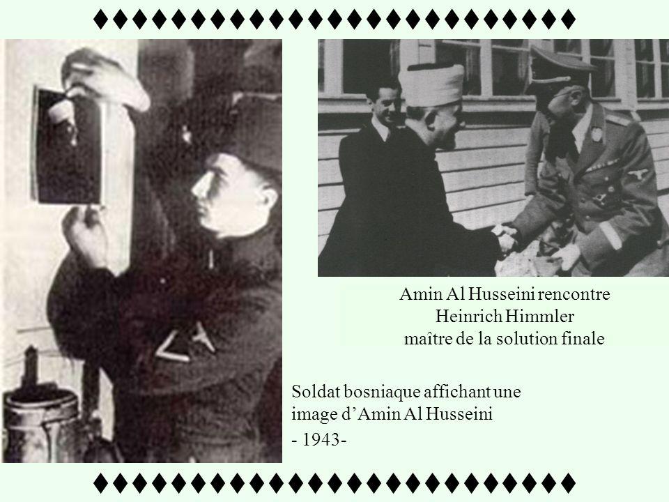 Soldats musulmans lisant de la propagande nazie.