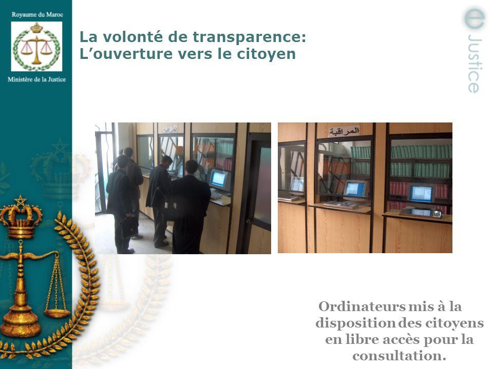 La volonté de transparence: Louverture vers le citoyen Ordinateurs mis à la disposition des citoyens en libre accès pour la consultation.