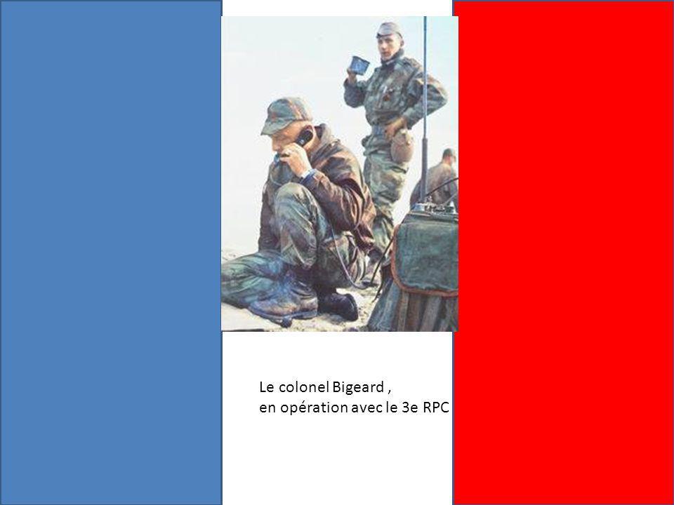 Le colonel Bigeard, en opération avec le 3e RPC