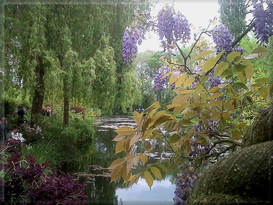 A la mort de Claude Monet, en 1926, la maison et le jardin reviennent à son fils Michel.