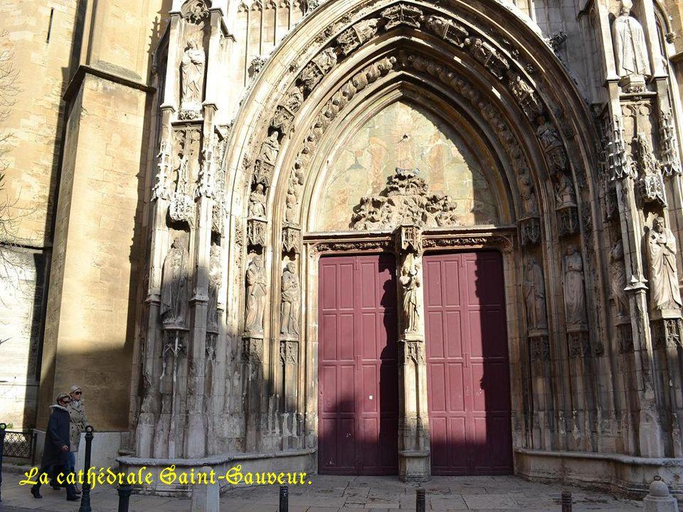 La cathédrale Saint-Sauveur.