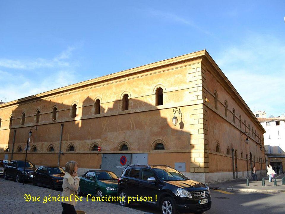 Ancienne prison, devenue cour dappel.